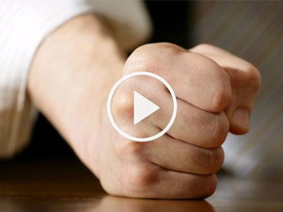 Video: Chỉ một câu nói có thể phá vỡ sự tức giận của bất kỳ ai