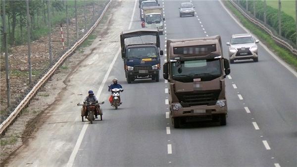 Những chiếc xe tải lớn thực sự là nỗi ám ảnh của người tham gia giao thông.