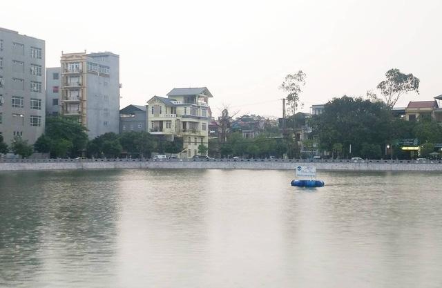 Khu vực nơi phát hiện thi thể nam sinh lớp 8 nổi trên mặt hồ.