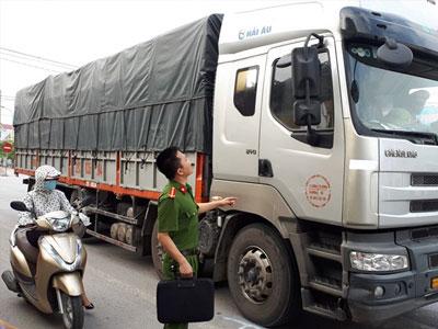 Nữ công nhân bị xe tải cán tử vong trên đường đi làm