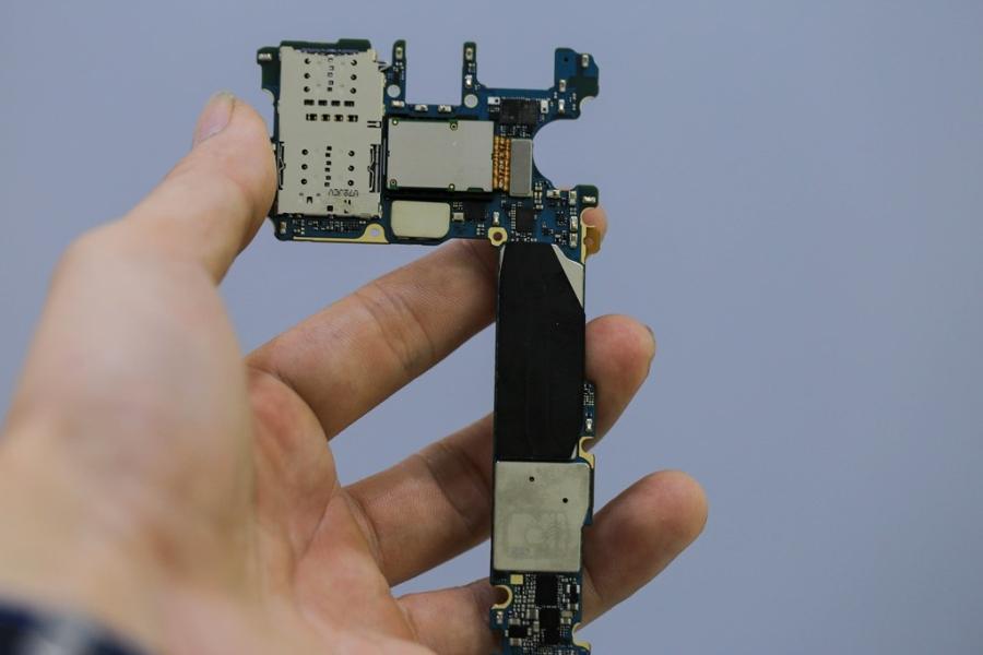 'Mo bung' Samsung Galaxy S8 vua ve Viet Nam hinh anh 7