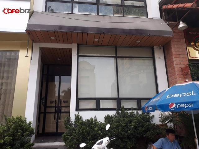 The KAfe tại 52, Nguyễn Chí Thanh cũng đóng cửa, biển hiệu đã bị tháo dỡ. Ảnh: Đức Thọ.