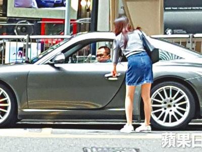 Bỏ người tình và ba con, tỷ phú Hong Kong vung tiền chiều Á hậu trẻ đẹp