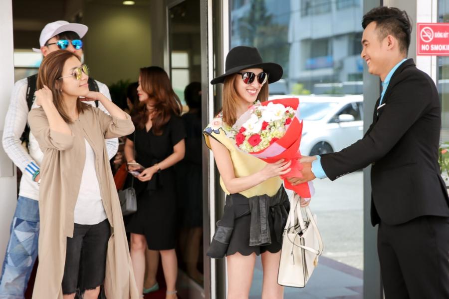 Hoa hau Hong Kong va dien vien TVB rang ro o san bay Tan Son Nhat hinh anh 2