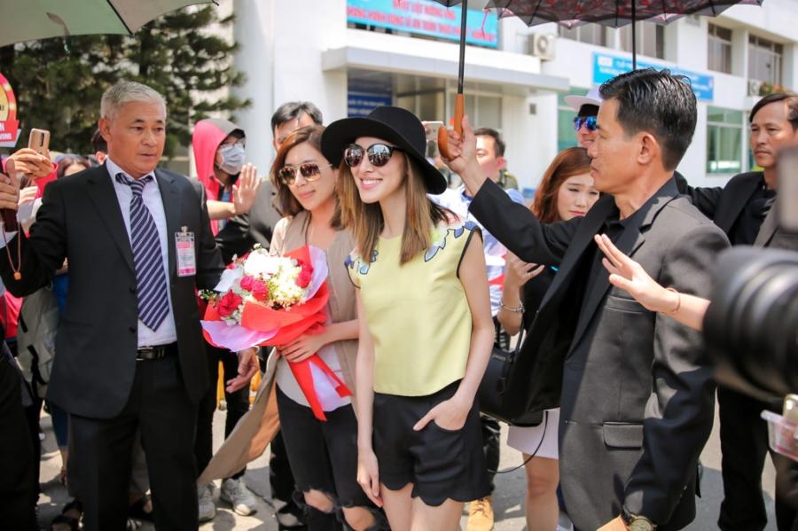 Hoa hau Hong Kong va dien vien TVB rang ro o san bay Tan Son Nhat hinh anh 6