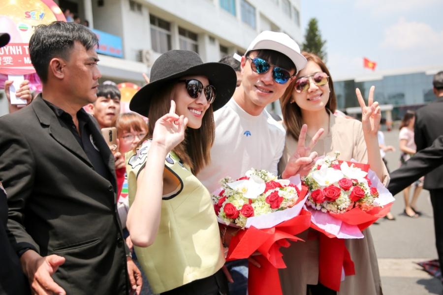 Hoa hau Hong Kong va dien vien TVB rang ro o san bay Tan Son Nhat hinh anh 7