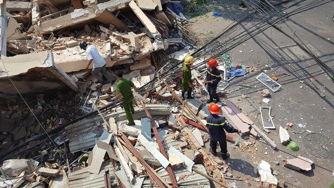 Sập nhà 3 tầng, một cụ ông văng ra đường tử vong
