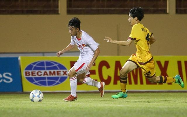 U19 Việt Nam (áo trắng) sẽ đối đầu với Gwangju (Hàn Quốc) trong trận chung kết vào ngày 22/4