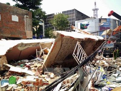 Hiện trường kinh hoàng vụ nhà 3 tầng bất ngờ đổ sập hoàn toàn