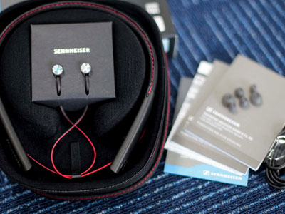 Mở hộp tai nghe không dây Sennheiser giá 5,3 triệu đồng