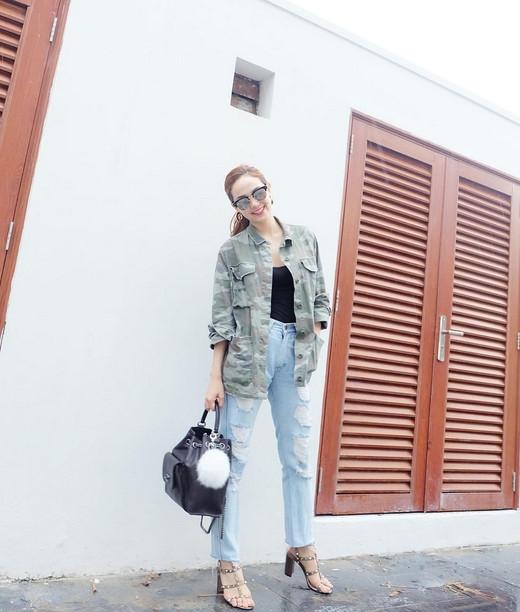 BST jeans rach giup Minh Hang an gian tuoi hinh anh 9