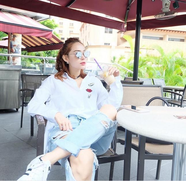 BST jeans rach giup Minh Hang an gian tuoi hinh anh 10