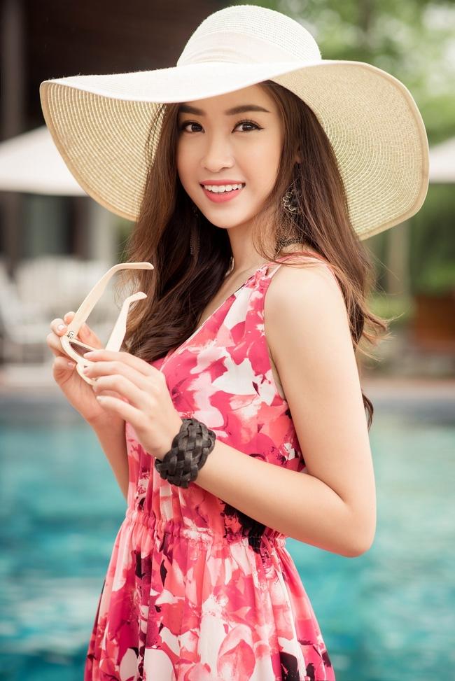 Hoa hậu Đỗ Mỹ Linh khoe vẻ đẹp trong sáng và nụ cười như mùa thu tỏa nắng - Ảnh 2.