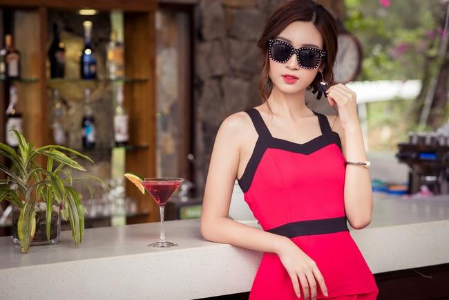 Hoa hậu Đỗ Mỹ Linh khoe vẻ đẹp trong sáng và nụ cười như mùa thu tỏa nắng - Ảnh 3.