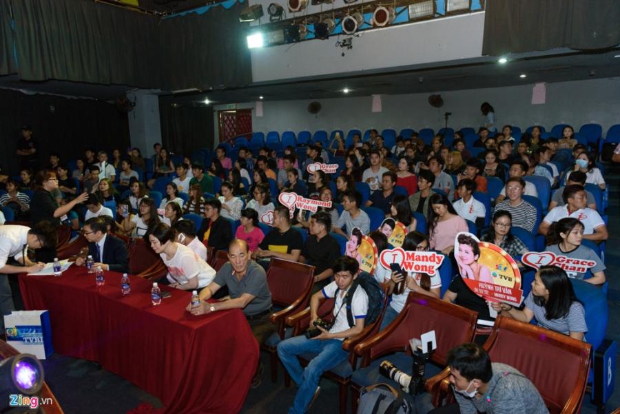 Hoa hau Hong Kong va sao TVB vui ve giao luu voi sinh vien Viet hinh anh 3