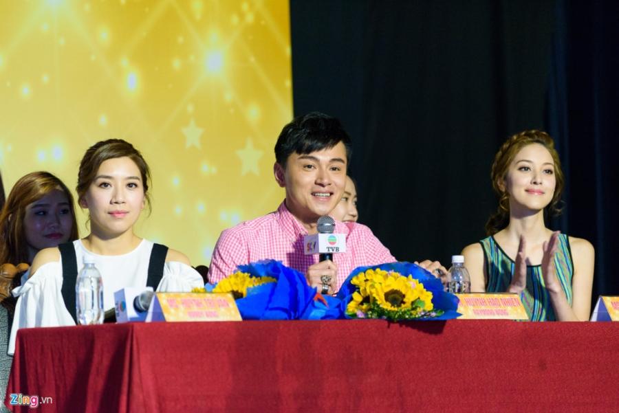 Hoa hau Hong Kong va sao TVB vui ve giao luu voi sinh vien Viet hinh anh 4
