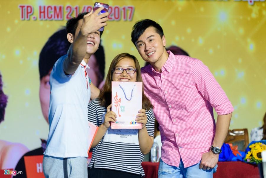 Hoa hau Hong Kong va sao TVB vui ve giao luu voi sinh vien Viet hinh anh 6