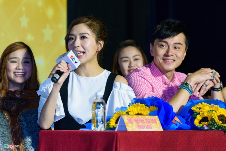 Hoa hau Hong Kong va sao TVB vui ve giao luu voi sinh vien Viet hinh anh 8