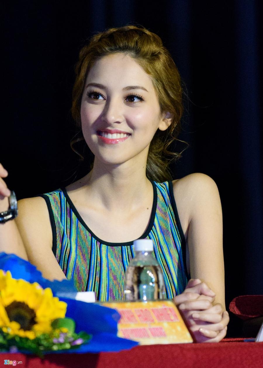 Hoa hau Hong Kong va sao TVB vui ve giao luu voi sinh vien Viet hinh anh 12