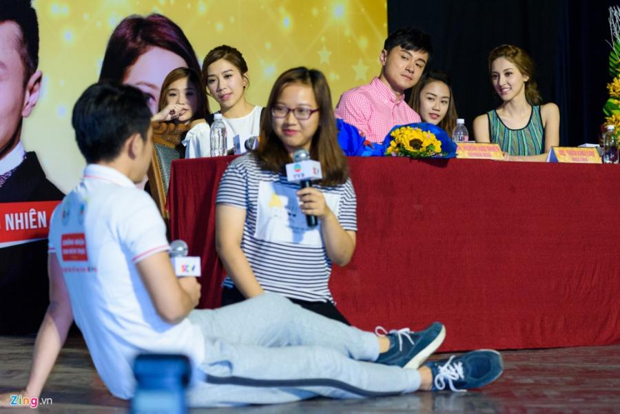 Hoa hau Hong Kong va sao TVB vui ve giao luu voi sinh vien Viet hinh anh 13