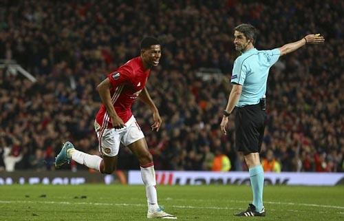 """MU cách vé dự C1 3 trận: Nhờ """"giấy thần"""" của Mourinho? - 1"""