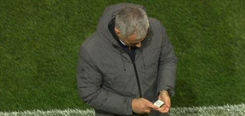 """MU cách vé dự C1 3 trận: Nhờ """"giấy thần"""" của Mourinho? - 2"""