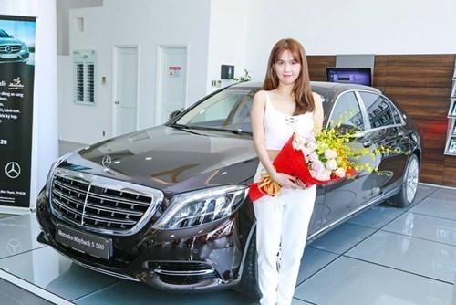Ngọc Trinh tậu xe siêu sang Mercedes-Maybach S500 giá 11 tỷ Đồng - Ảnh 1.
