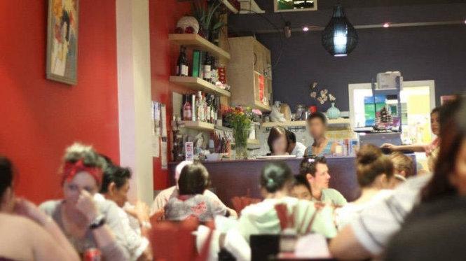 Nước mắt du học sinh Việt: Vào vai xin việc chủ đồng hương