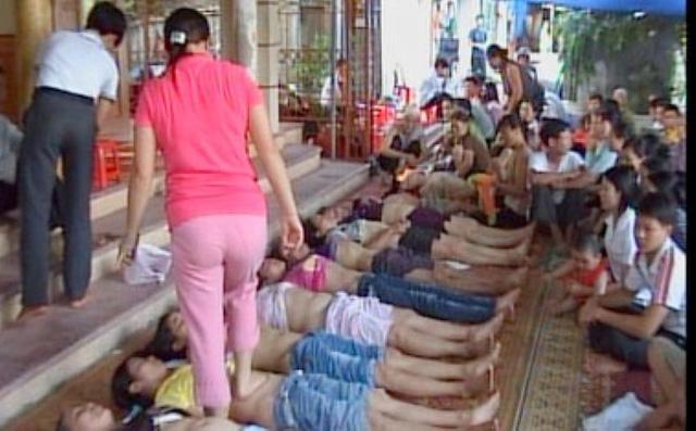 Dẫm đạp, thoát y để chữa bệnh ở Thái Nguyên