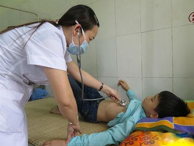 Thêm 37 học sinh ở Nghệ An bị ngộ độc do ăn quả ngô đồng