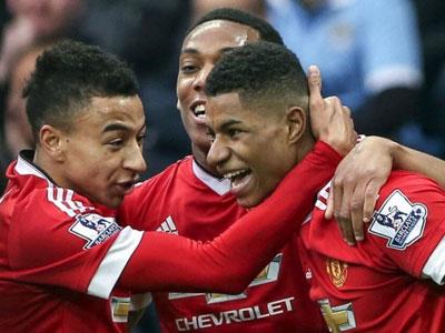 Martial tỏa sáng, Man Utd áp sát top 4