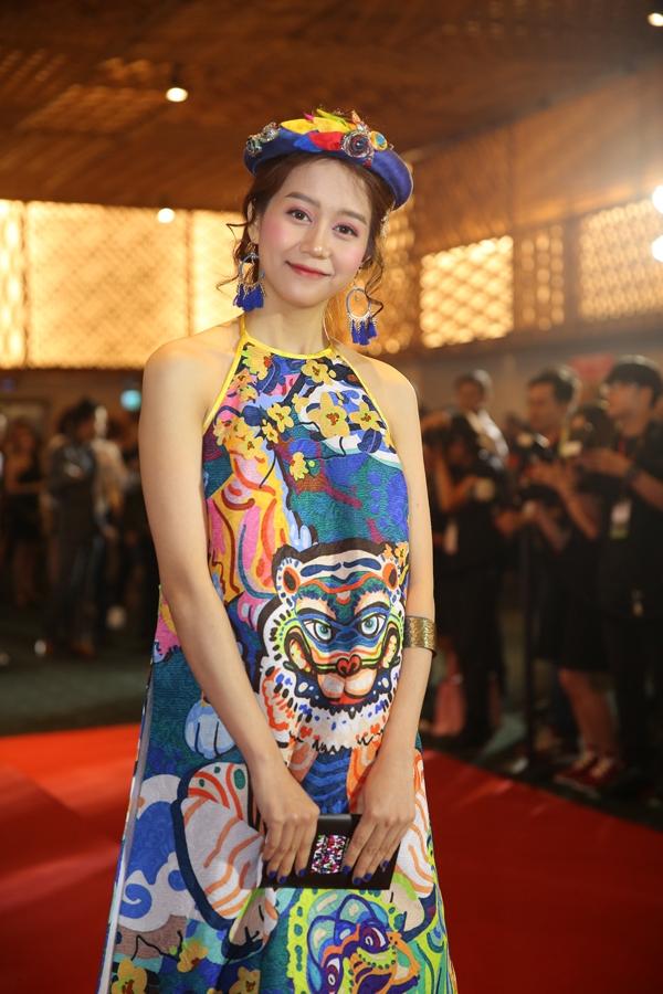 An Nguy cũng điệu đà không thua kém các hot girl cùng góp mặt trong sự kiện.