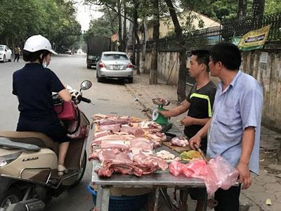 Khắp nơi lập lò mổ: Cả họ đụng lợn, cả làng ăn thịt