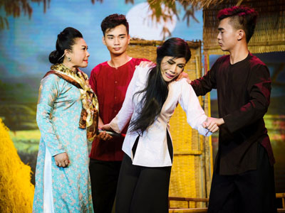 Uyên Trang lội ngược dòng thành công nhờ hit của Phi Nhung