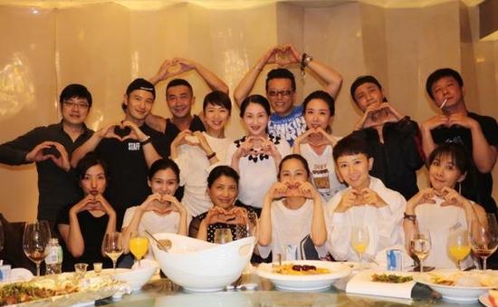 Huỳnh Hiểu Minh - Trần Khôn họp lớp vui vẻ, phá vỡ tin đồn bất hòa - Ảnh 3.