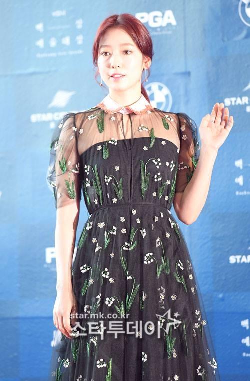 Park Shin Hye béo lên trông thấy khi xuất hiện cùng dàn sao Hàn trên thảm đỏ Baeksang 2017 - Ảnh 3.