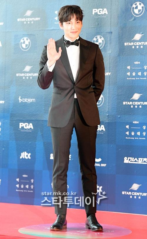 Park Shin Hye béo lên trông thấy khi xuất hiện cùng dàn sao Hàn trên thảm đỏ Baeksang 2017 - Ảnh 16.