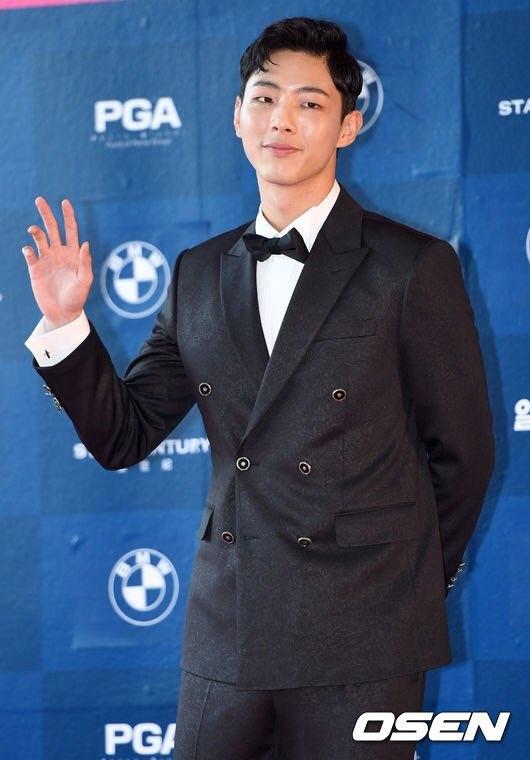 Park Shin Hye béo lên trông thấy khi xuất hiện cùng dàn sao Hàn trên thảm đỏ Baeksang 2017 - Ảnh 17.