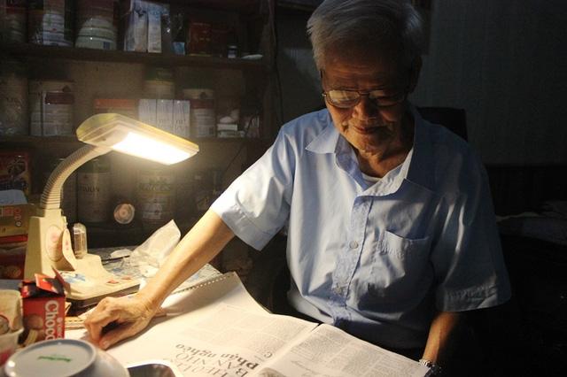 Mặc dù đã gần 90 tuổi, nhưng trí nhớ và đôi mắt của ông vẫn rất tinh anh.