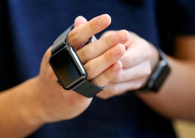 Vượt Fitbit, Apple thành nhà sản xuất smartwatch số một thế giới - 1