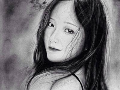 9X Gia Lai có tài vẽ chân dung sống động như thật