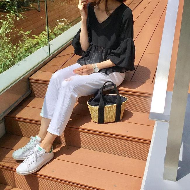 Thời tiết nắng nóng, các quý cô châu Á thi nhau mặc đồ cực mỏng và cực điệu - Ảnh 7.