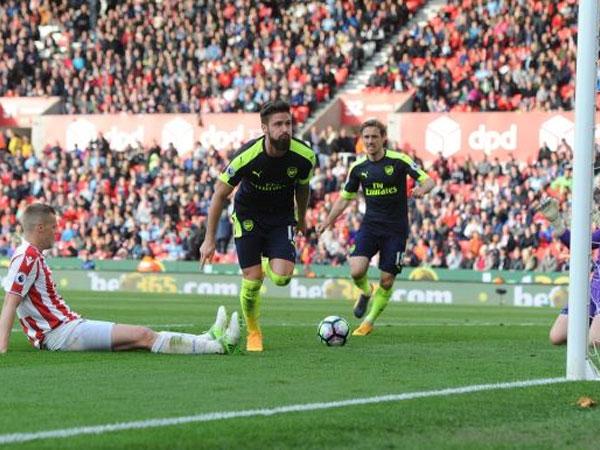 Stoke 1-4 Arsenal: Giroud lập cú đúp, Arsenal tiếp tục mơ vào Top 4