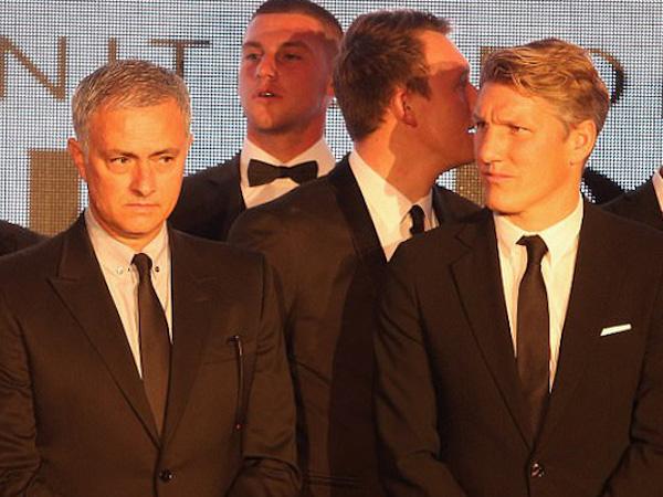 2 tháng sau khi rời Old Trafford, cựu sao Man United hé lộ chuyện Mourinho bị