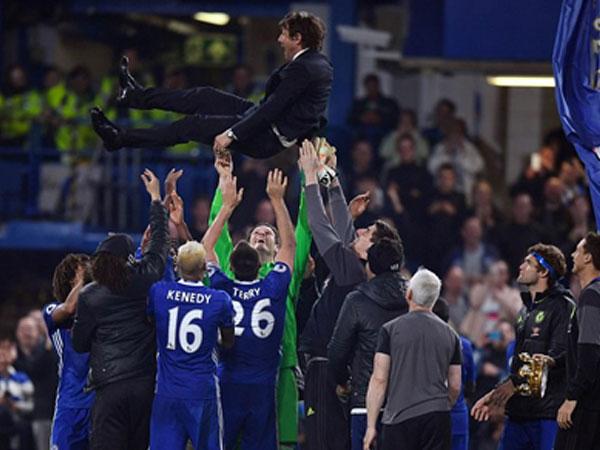 Chelsea mừng chức vô địch bằng cuộc rượt đuổi với bảy bàn thắng