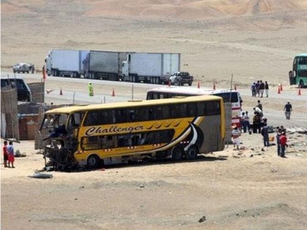Lái xe ngủ gật khiến xe buýt đấu đầu xe tải, 47 người thương vong