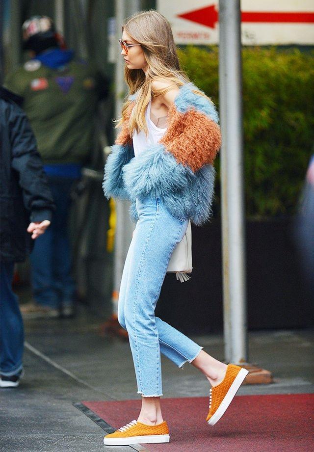 Hai mau jeans lung gia tren 5 trieu dong khien Gigi Hadid me man hinh anh 3