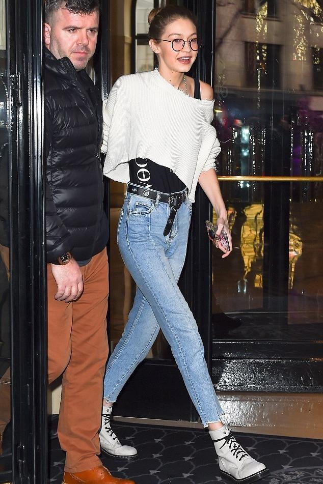 Hai mau jeans lung gia tren 5 trieu dong khien Gigi Hadid me man hinh anh 6