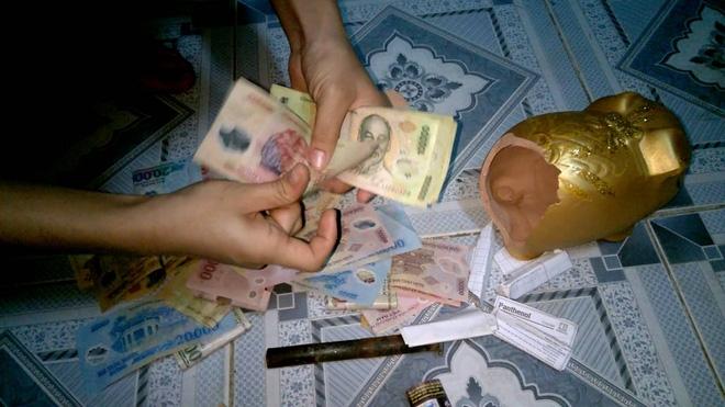 Không có nhiều tiền tiết kiệm, mỗi ngày bỏ heo 20 ngàn thôi rồi bạn sẽ thấy mình có cả trăm triệu trong tay - Ảnh 1.