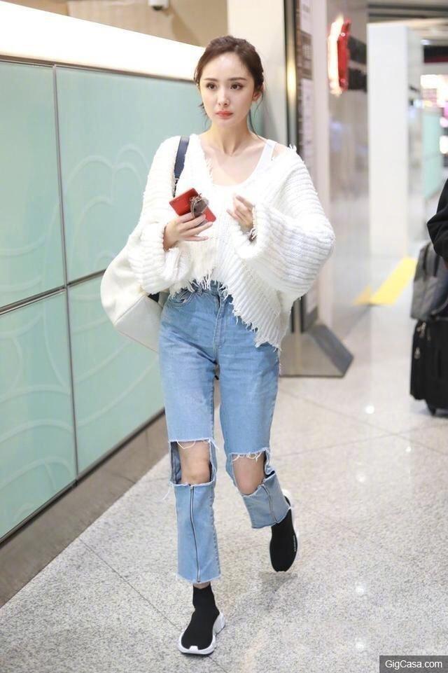 My nhan Hoa ngu dien jeans rach day ca tinh hinh anh 2
